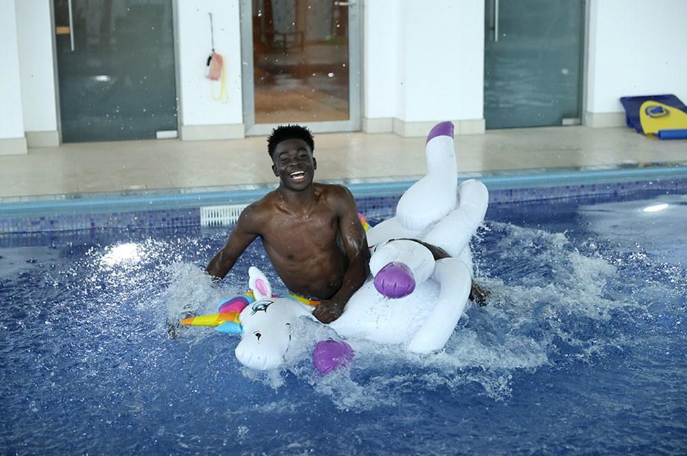 İngilizlerin unicorn'lu eğlencesi viral oldu!  - 3. Foto