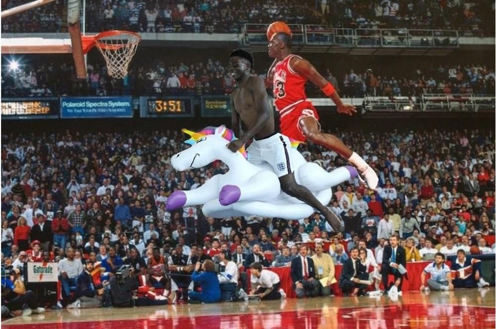 İngilizlerin unicorn'lu eğlencesi viral oldu!  - 26. Foto