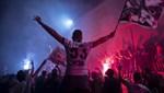 Beşiktaş taraftarı şampiyonluğu kutluyor!