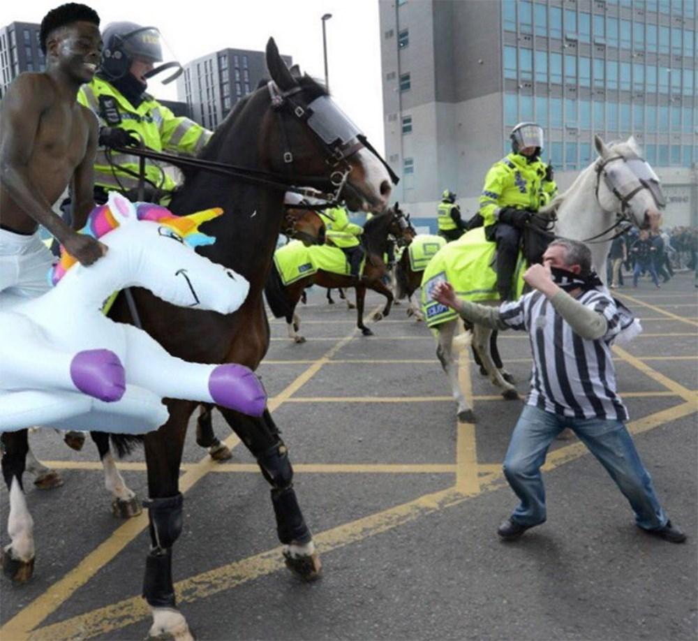 İngilizlerin unicorn'lu eğlencesi viral oldu!  - 19. Foto