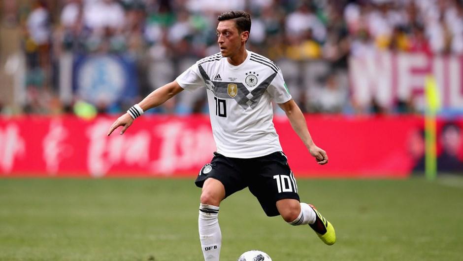 Almanya'dan Mesut Özil'e barış çubuğu