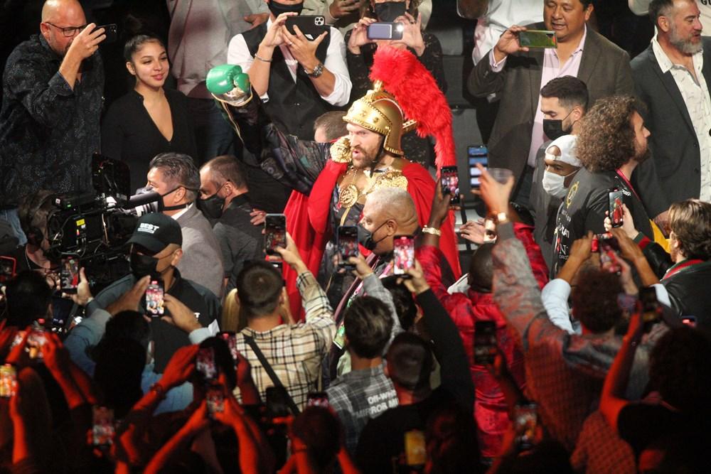 Dev maçta Fury, Wilder'ı nakavtla yendi  - 14. Foto