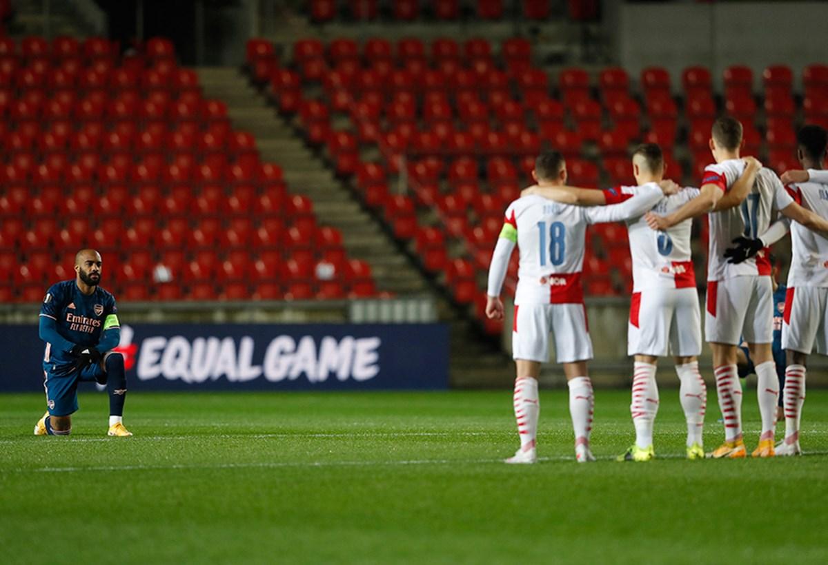 Slavia Prag 'ırkçılığa karşı' diz çökmedi