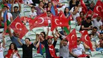 Bakü'de millilere büyük destek