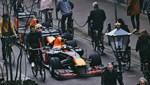 F1 araçlarıyla geziye çıktılar