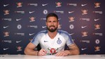 Giroud'dan 1 yıllık imza