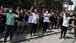 Beşiktaş taraftarları, Sergen Yalçın'ın evinin önünde toplandı