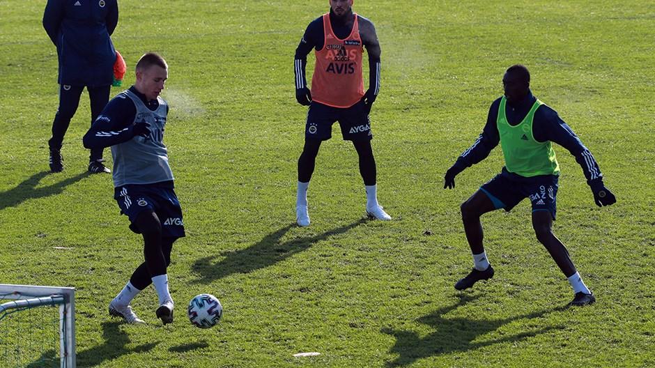 Attila Szalai, Fenerbahçe'de ilk idmanına çıktı