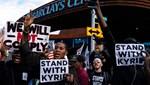 Aşı karşıtı Kyrie Irving'in destekçilerinden protesto