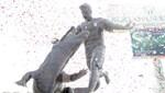 Bursaspor'dan Pablo Batalla heykeli