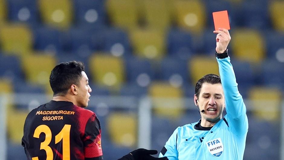 Mostafa Mohamed kırmızı kart gördü
