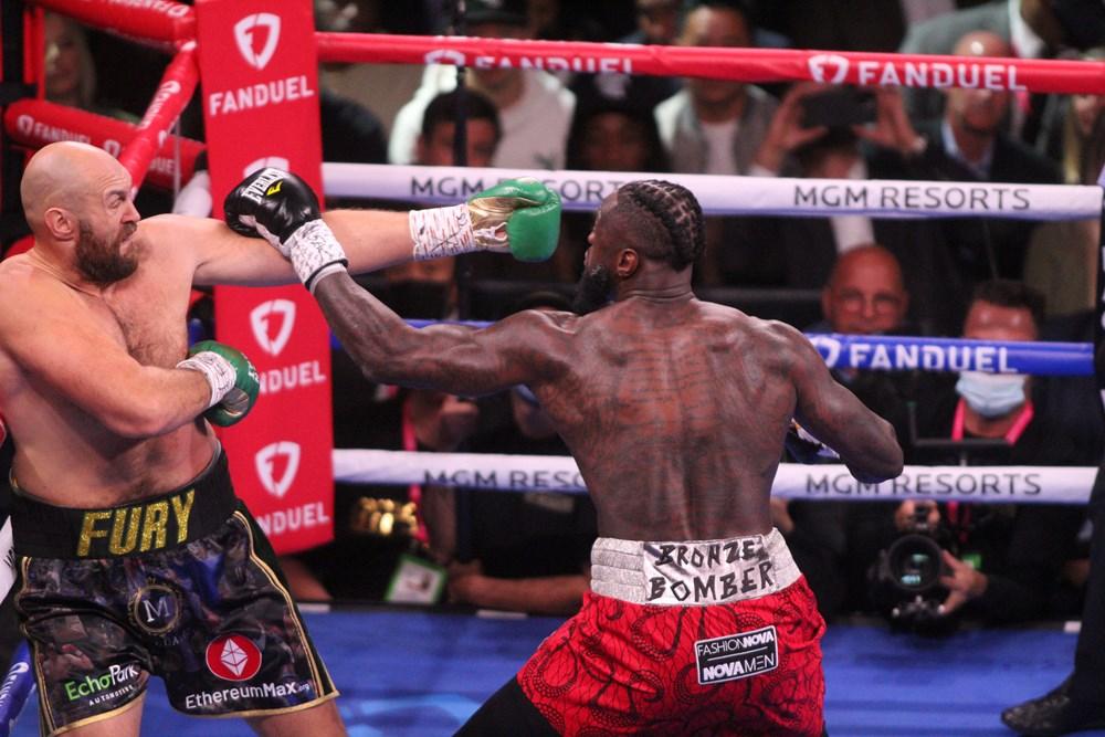 Dev maçta Fury, Wilder'ı nakavtla yendi  - 3. Foto