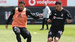 Beşiktaş'a Quaresma ve Adriano'dan iyi haber